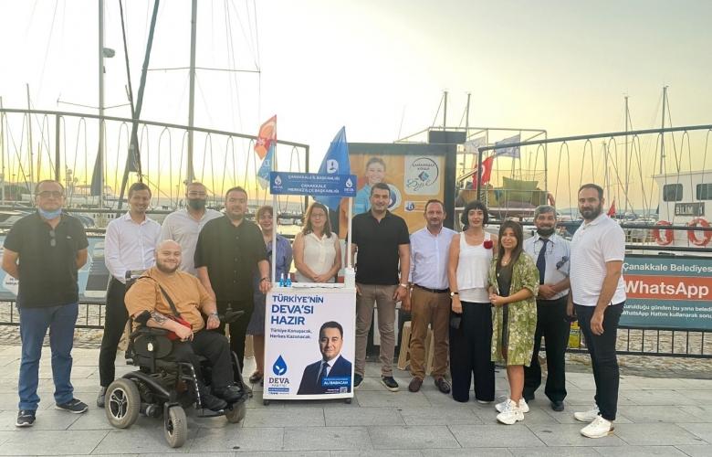 DEVA PARTİSİ ÇANAKKALE İL BAŞKANLIĞI PARTİ STANDINI KORDON'A KURDU